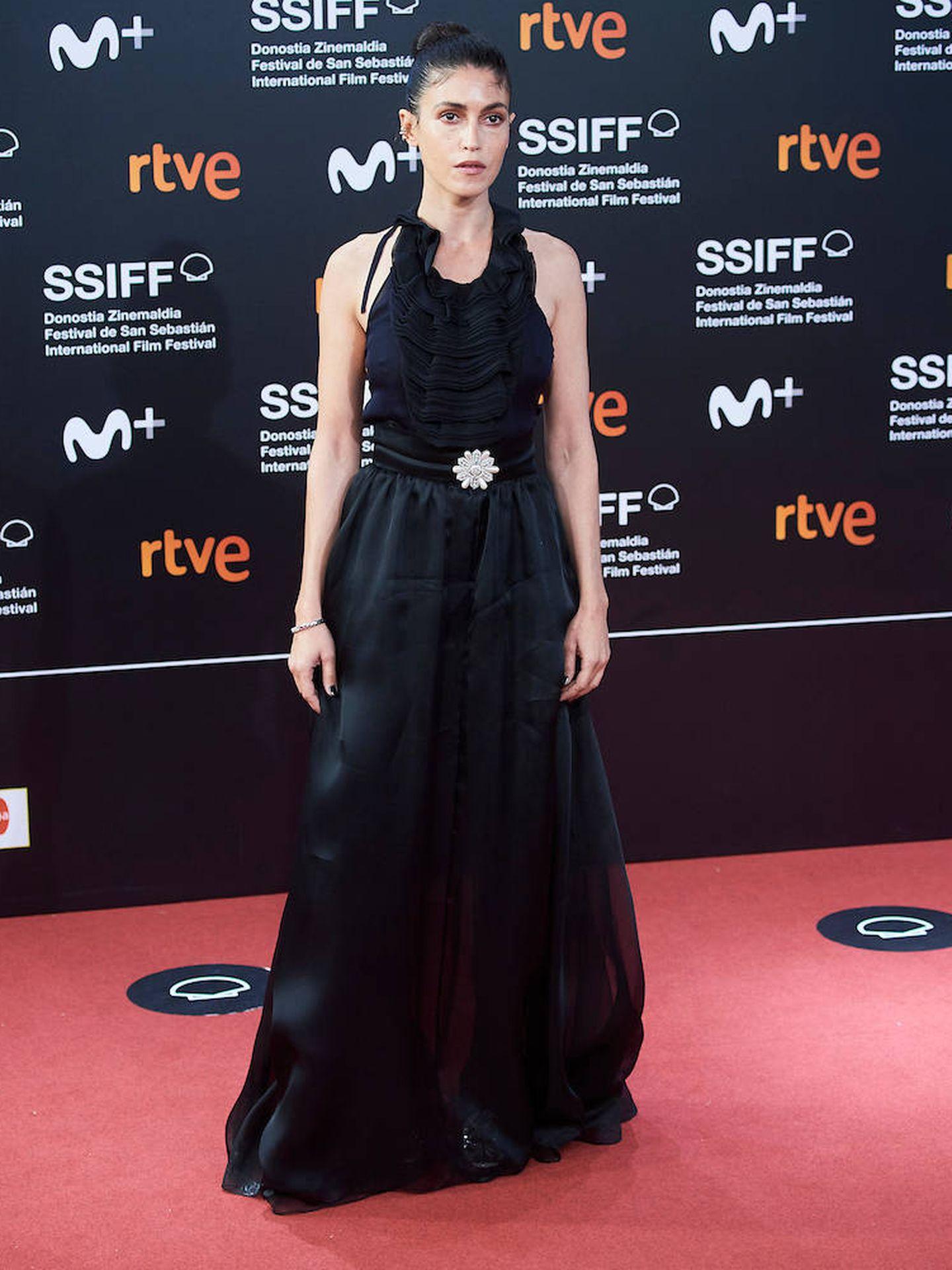 Nerea Barros con vestido de gasa en color negro y cinturón con detalle floral. (Limited Pictures)