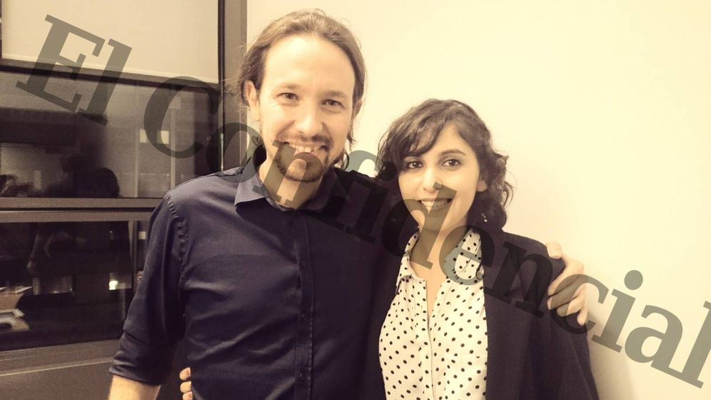 Foto: La fotografía de Pablo Iglesias y Dina Bousselham que estaba almacenada en la tarjeta de memoria destruida. (El Confidencial)
