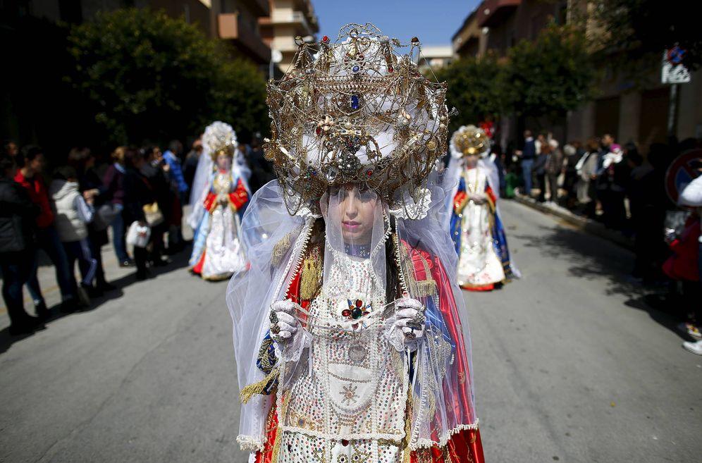 Foto: Penitentes durante una procesión de Semana Santa en Marsala, Sicilia. (Reuters)