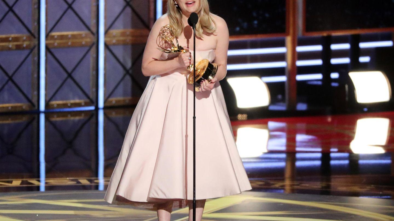 Elizabeth Moss agradeciendo su Emmy como mejor actriz dramática. (Reuters)