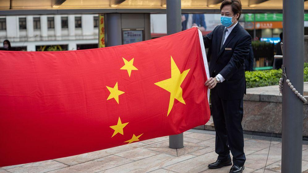 Foto: Bandera China en Hong Kong (Reuters)