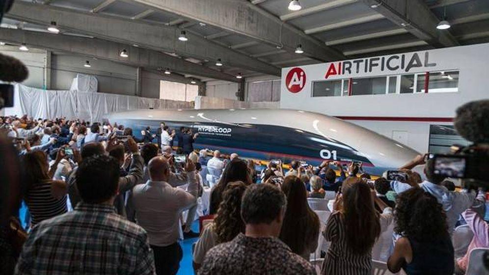 Foto: Presentación de la cápsula del tren Hyperloop fabricada por Carbures. (EP)