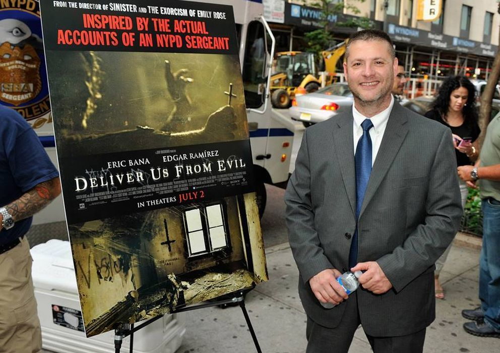Foto: Ralph Sarchie en la presentación de la película Deliver Us From Evil. (Facebook)