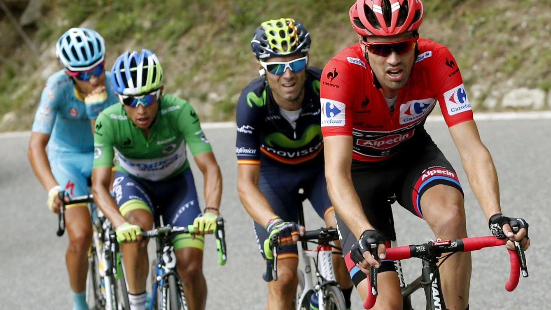 Foto: Aru, Chaves y Valverde luchando con Dumoulin en Andorra (EFE).