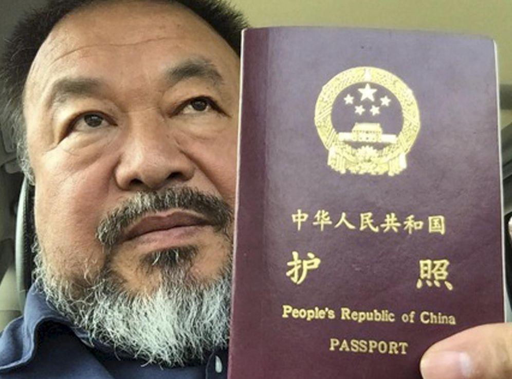 Foto: El artista Ai Weiwei recupera su pasaporte (Reuters)
