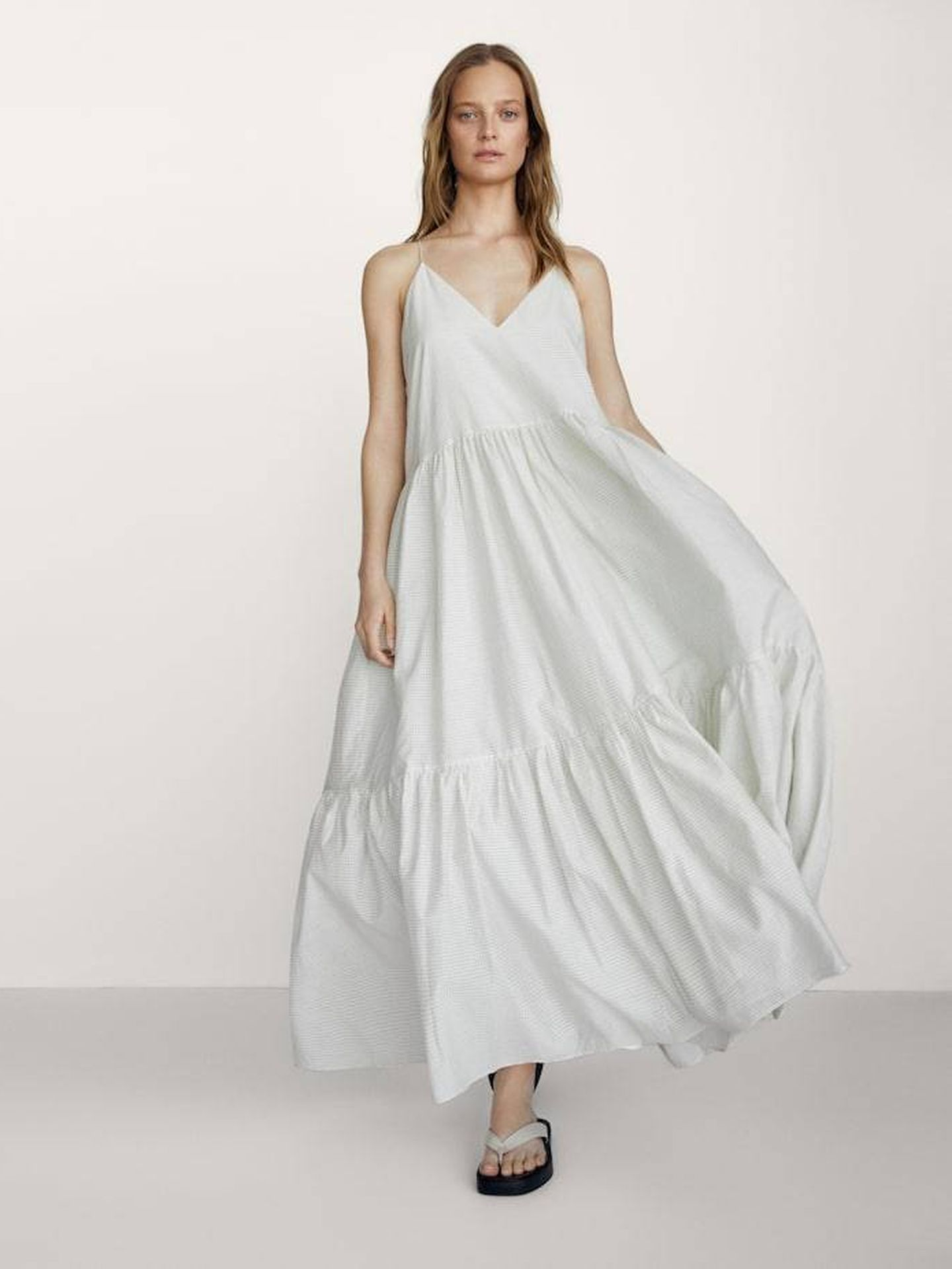 Vestido de cuadros de Massimo Dutti. (Cortesía)