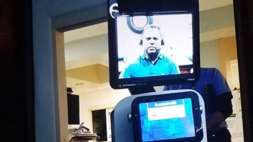 Foto: El robot que comunicó a la familia que al señor Quintana le quedaban pocos días de vida (Foto: Facebook)