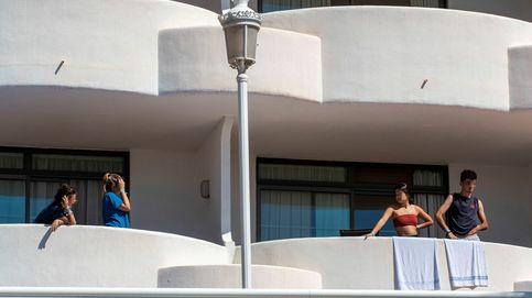 El 'macrobrote' en Mallorca: casi 950 casos, 12 ingresados y 250 jóvenes aislados en hoteles