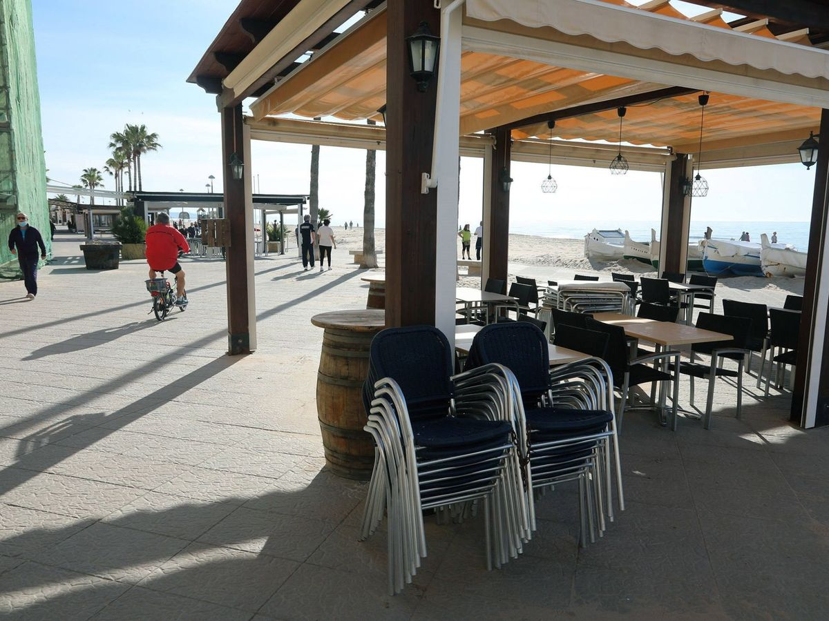 Foto: Imagen de una terraza en Torredembarra (Tarragona). (EFE)