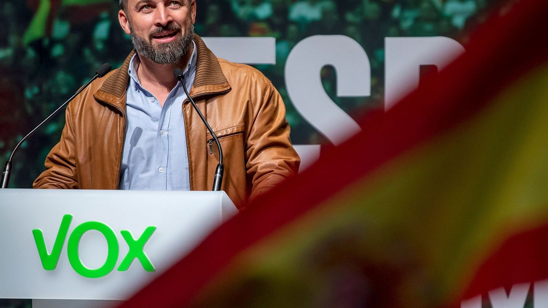 El presidente de Vox, Santiago Abascal, ofrece un discurso durante un acto público celebrado el sábado en Burgos. (EFE)