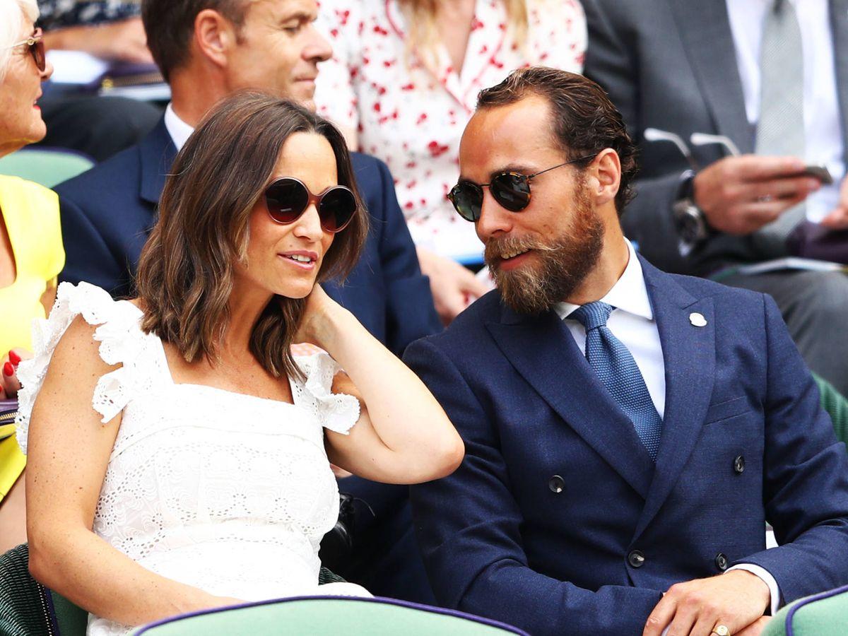 Foto: Pippa Middleton, con su hermano James en Wimbledon. (Getty)