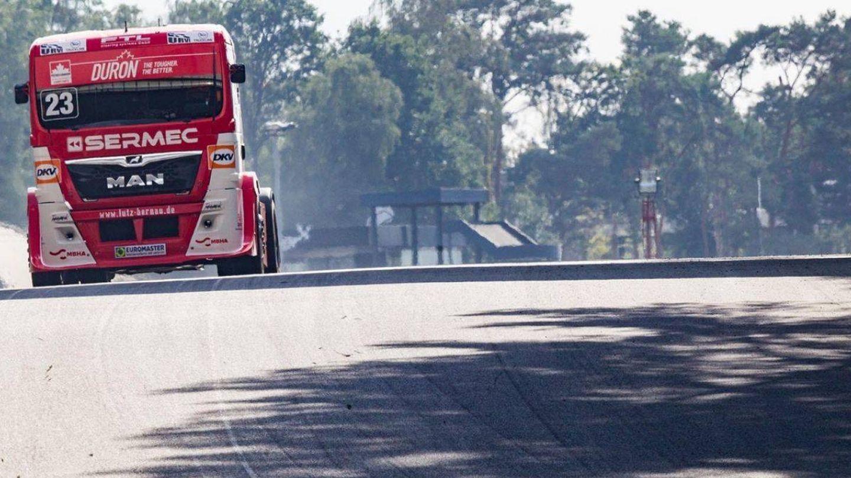 Antonio Albacete pilotando su camión. (@AlbaceteRacing)