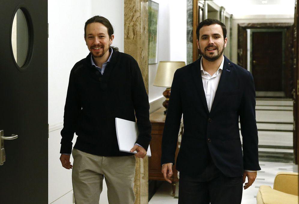 Foto: Pablo Iglesias y Alberto Garzón, minutos antes de su reunión del pasado 18 de febrero en el Congreso. (Reuters)
