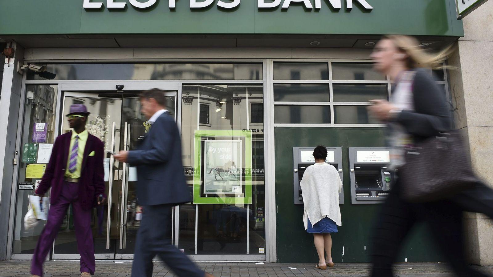 Noticias del bbva la banca tiene margen para cerrar otras for Banca pueyo oficinas