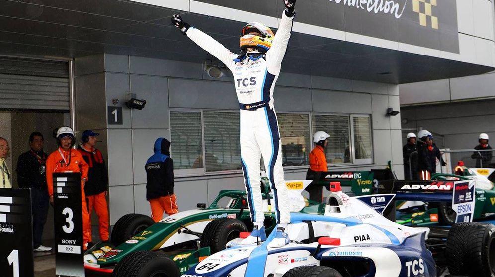 Foto: Álex Palou celebra su victoria en la carrera de la Súper Fórmula en Fuji. (Foto: Twitter.com/AlexPalou)