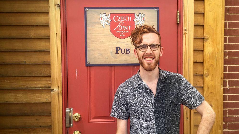 Foto:  El ingeniero y artista Max Hawkins, en un restaurante al que llegó por azar en Iowa (Estados Unidos) (Imagen: cedida por Max Hawkins)