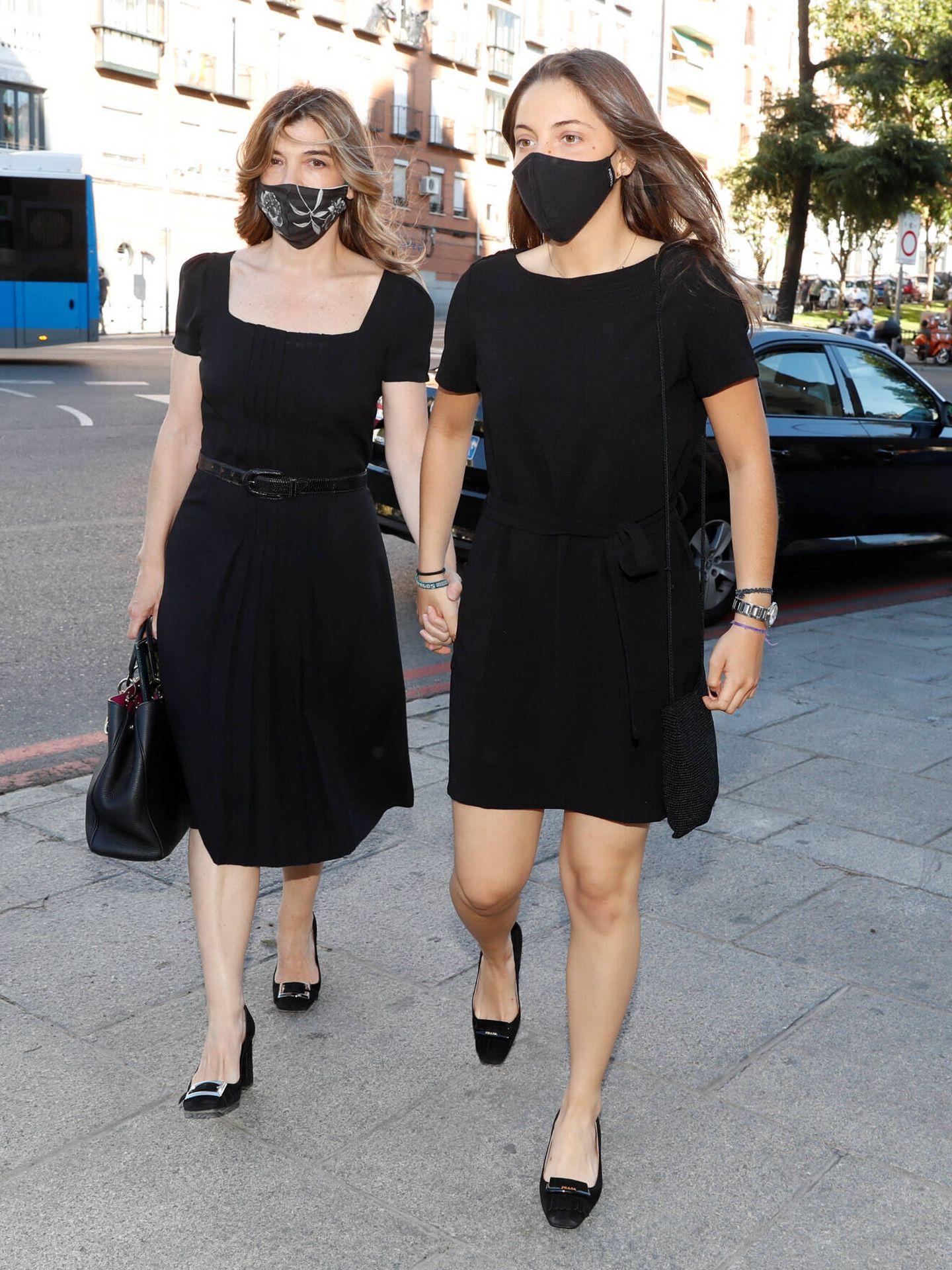 Xandra y su hija, llegando a la basílica de San Francisco el Grande. (Gtres)