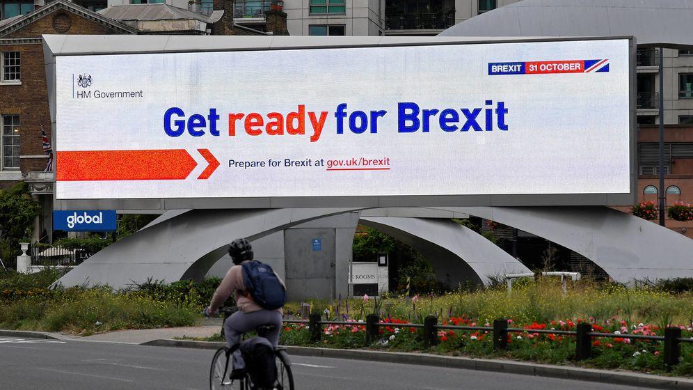 Foto: Un panel de publicidad Prepárate para el Brexit del Gobierno británico. (Reuters)