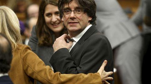Puigdemont se reserva el control de las telecos y los medios en la Generalitat