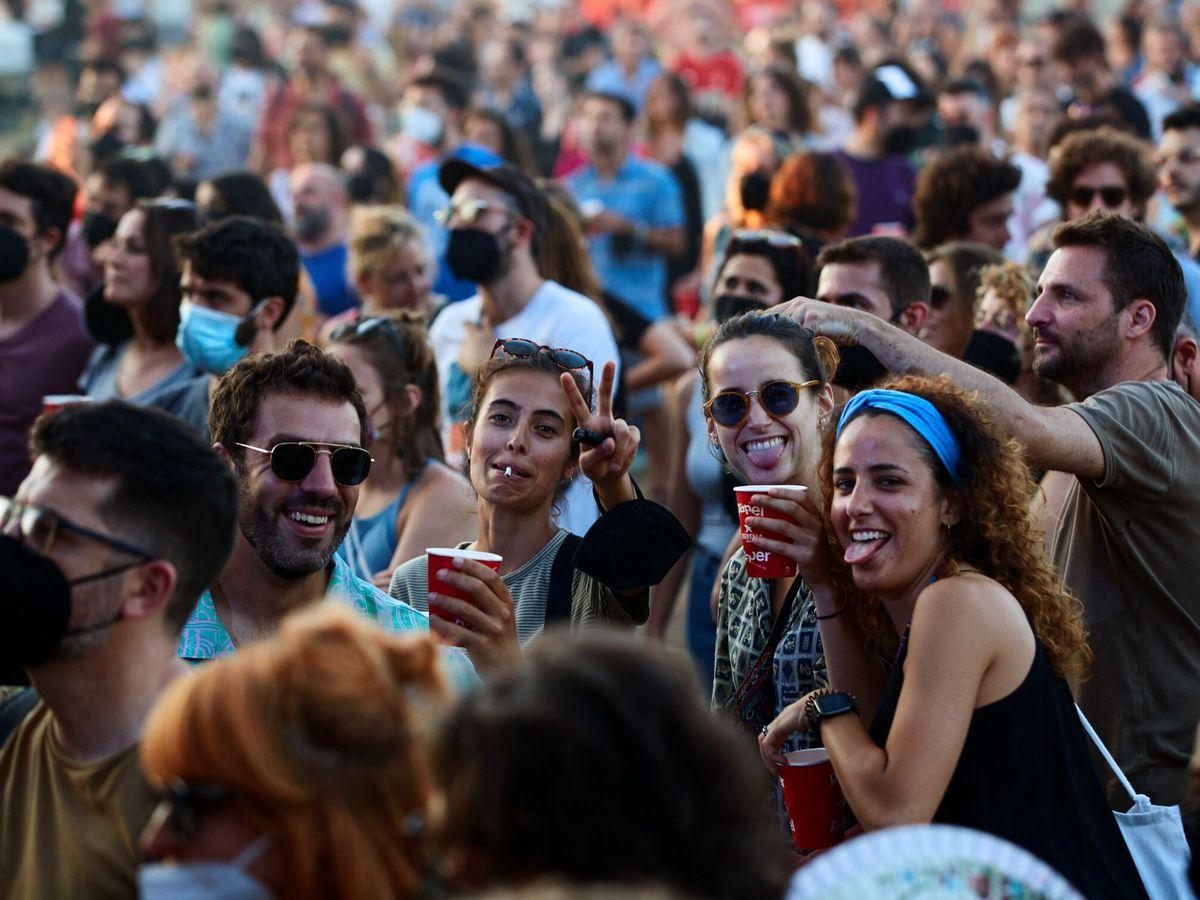 Foto: Asistentes al Festival Vida 2021, el primero sin distancia social. (EFE)