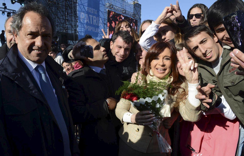Foto: Cristina Fernández Kirchner junto al gobernador de Buenos Aires y candidato presidencial Daniel Scioli (i) en Rosario (Reuters).