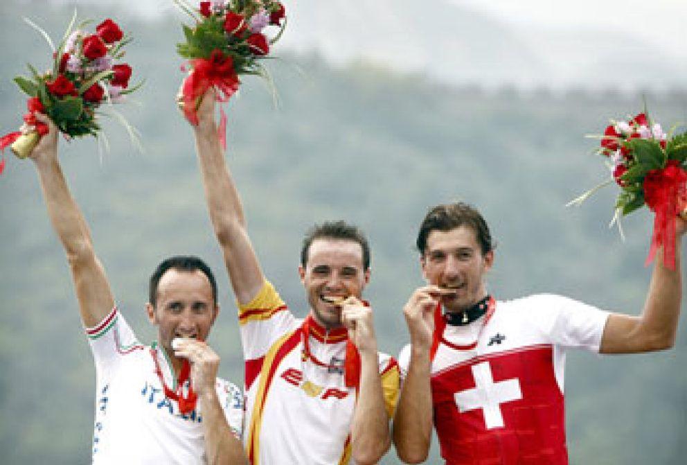 Foto: Samuel Sánchez gana al esprint el primer oro en Pekín para España
