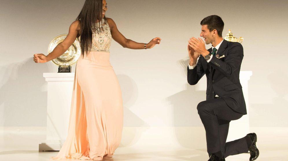 Foto: Serena Williams y Nole Dojovic, durante la gala posterior al último torneo de Wimbledon (EFE)