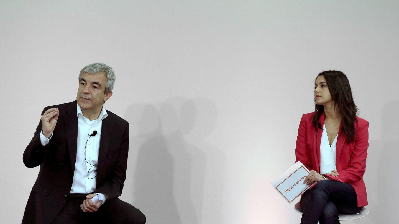 La líder de Cs en Cataluña, Inés Arrimadas, y el responsable del área económica, Luis Garicano. (EFE)