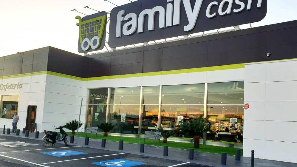 Foto: Fachada exterior de uno de los hipermercados de la cadena Family Cash.