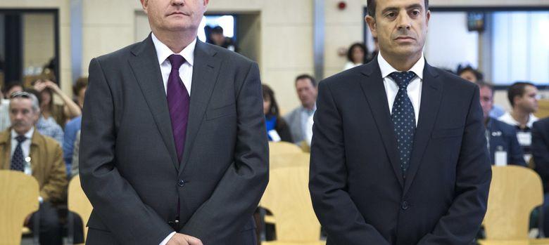 Foto: Enrique Pamiés (izq) y José María Ballesteros, los dos policías condenados por el caso Faisán. (EFE)