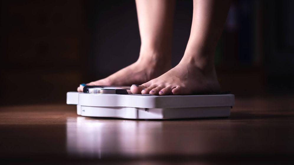 Foto: La luz nocturna influye en tu peso. (iStock)
