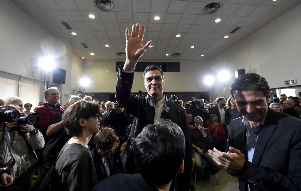 Foto: Pedro Sánchez presenta el acuerdo firmado con Ciudadanos en una asamblea abierta con militantes socialistas, este 26 de febrero en Alcalá de Henares, Madrid. (EFE)