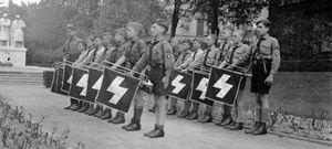 """Foto: Los niños del Führer: """"Tú no piensas como yo, pero tus hijos me pertenecen"""""""