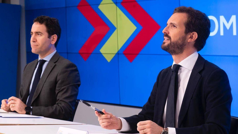 Pablo Casado y Teodoro García Egea, durante el comité de dirección de este lunes. (David Mudarra)
