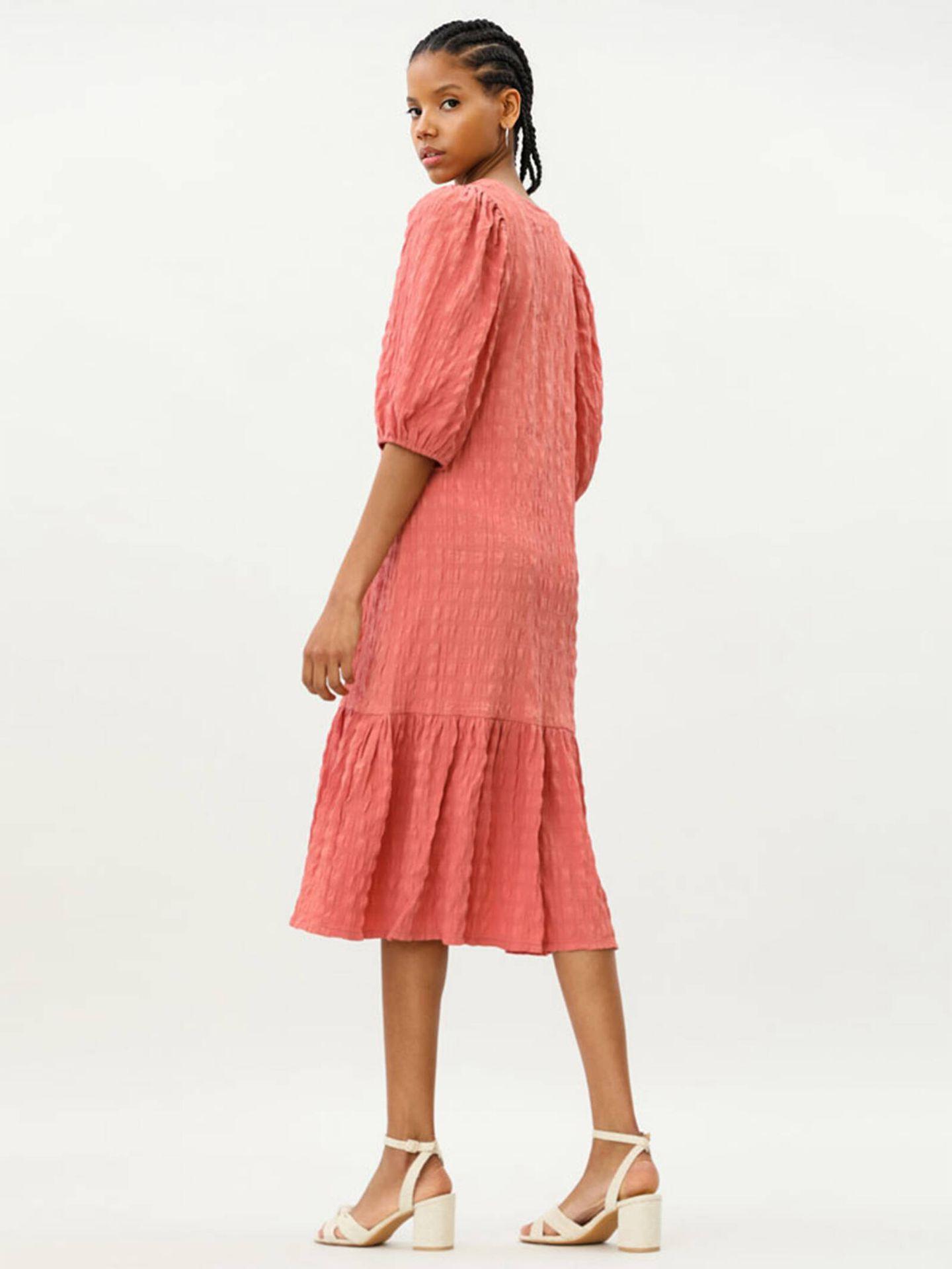 El vestido de Lefties para cualquier época del año que arrasa en ventas. (Cortesía)
