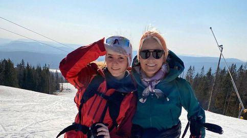 Mette-Marit saca partido a la cuarentena: día de esquí con Haakon e Ingrid