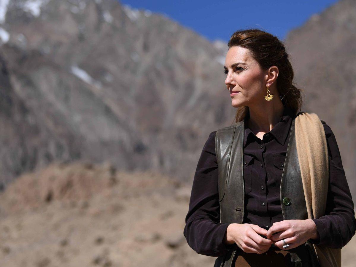 Foto: Kate Middleton, con un chaleco de cuero en Pakistán. (Reuters)