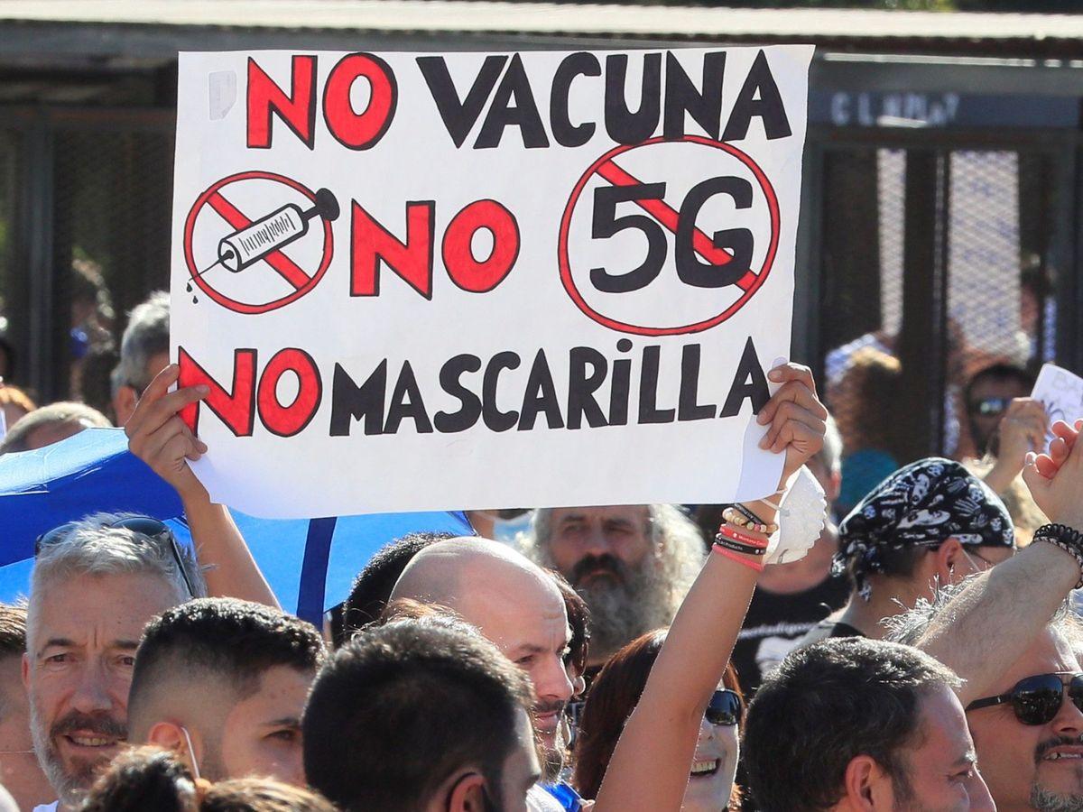 Foto: Manifestación negacionista contra el uso de mascarilla celebrada el pasado mes de agosto en Madrid. (EFE)