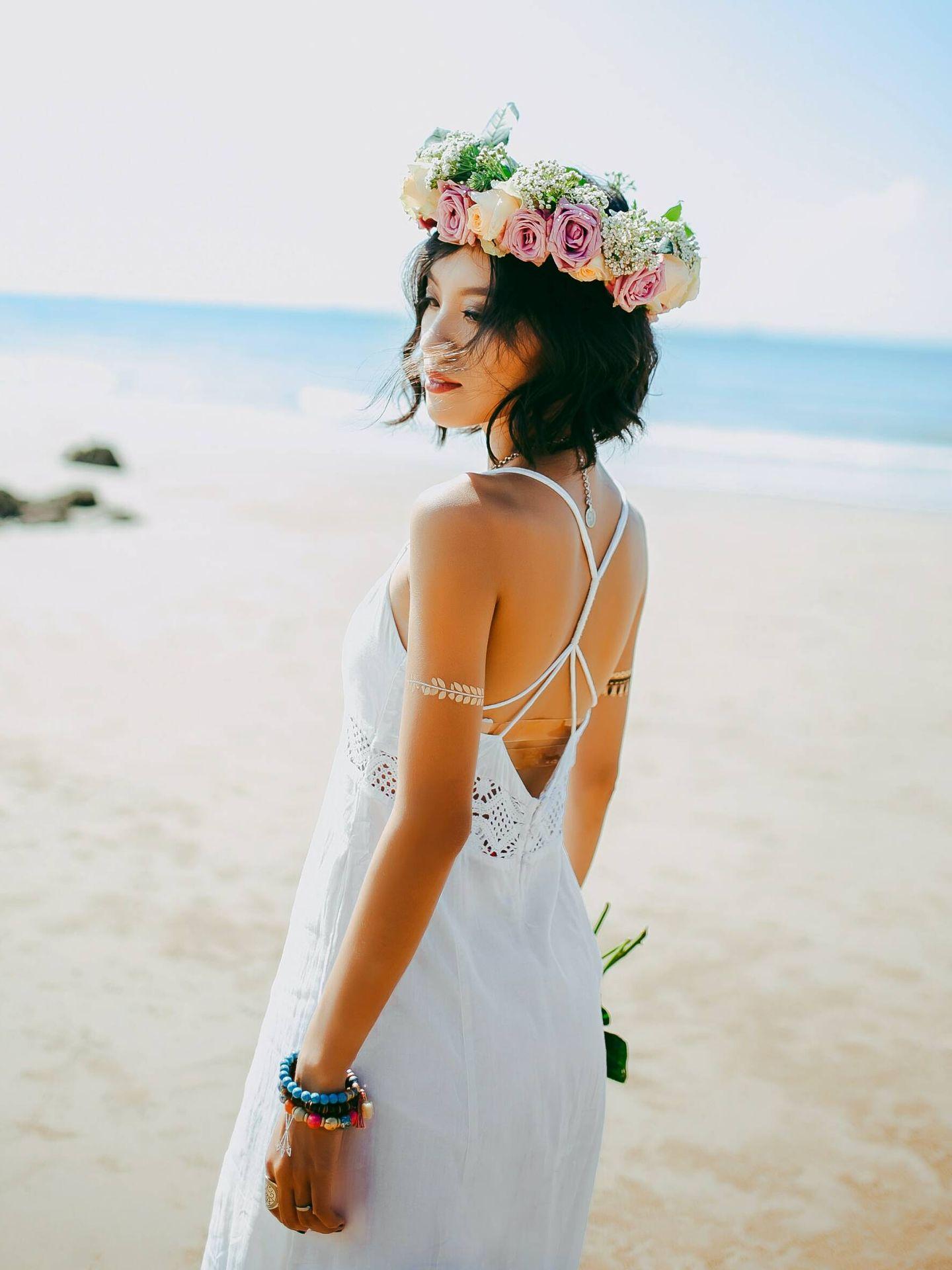 Cómo escoger el vestido de novia para una boda en la playa. (Anthony Tran para Unsplash)