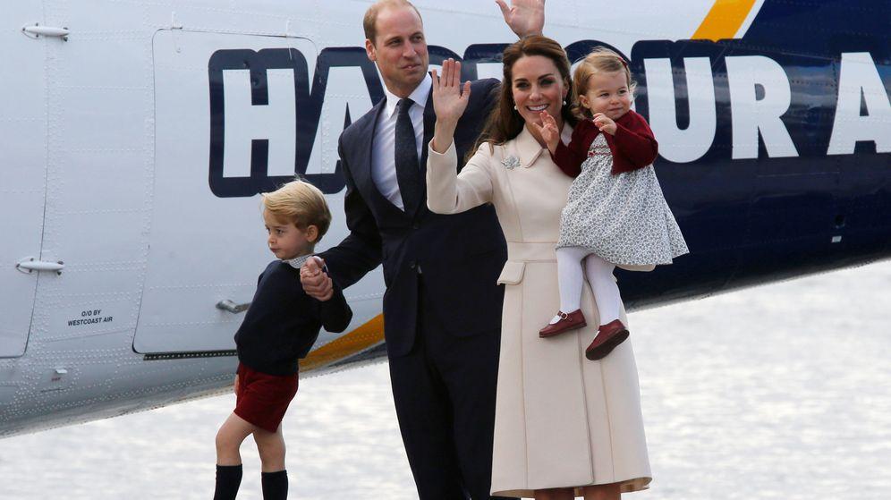 Foto: Los duques de Cambridge junto a sus hijos George y Charlotte. (Reuters)