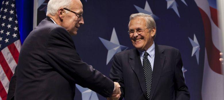 Foto: Dick Cheney (i) saluda al exsecretario de Defensa Donald Rumsfeld en Washington (Efe).