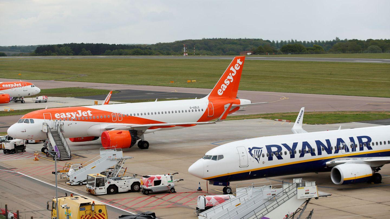 Un Ryanair Boeing 737 y un easyJet Airbus A320 (Reuters)
