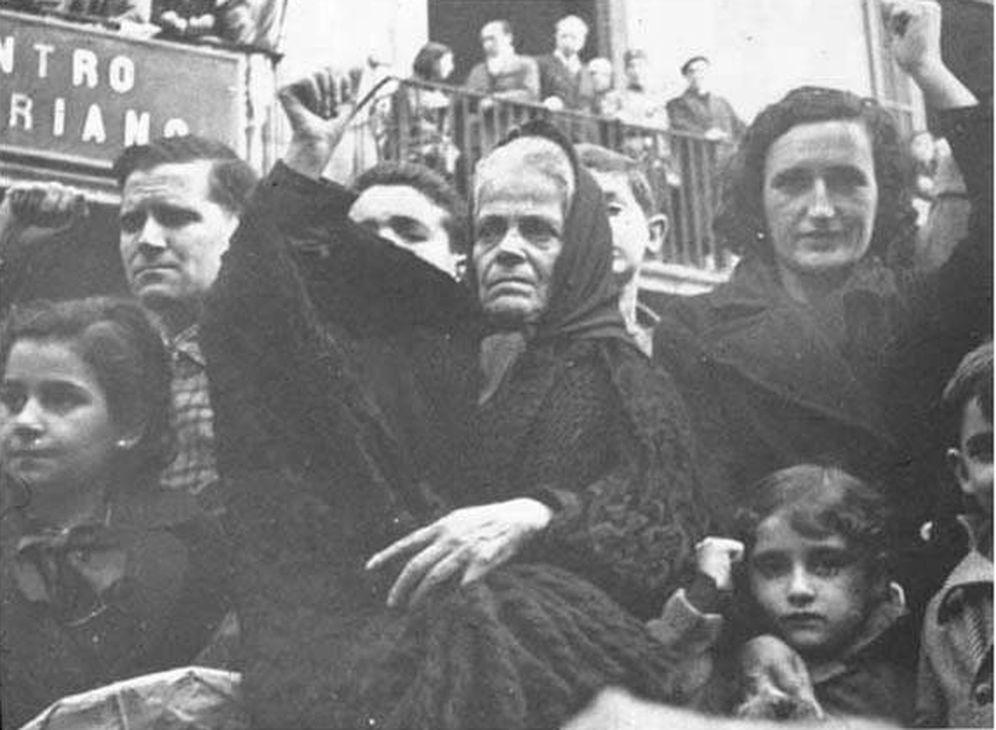 Foto: Mujeres en el funeral de Buenaventura Durruti