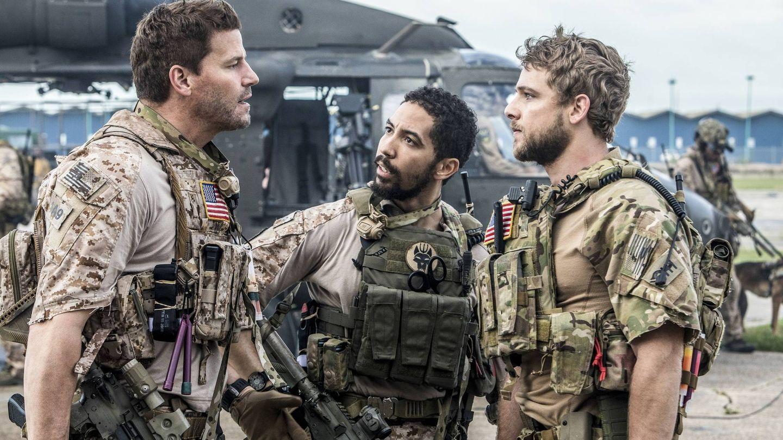 Jason Hayes (David Boreanaz), Ray (Neil Brown) y Clay Spencer (Max Thieriot). ( del piloto de 'Seal Team', con Boreanaz. (Skip Bolen - CBS))