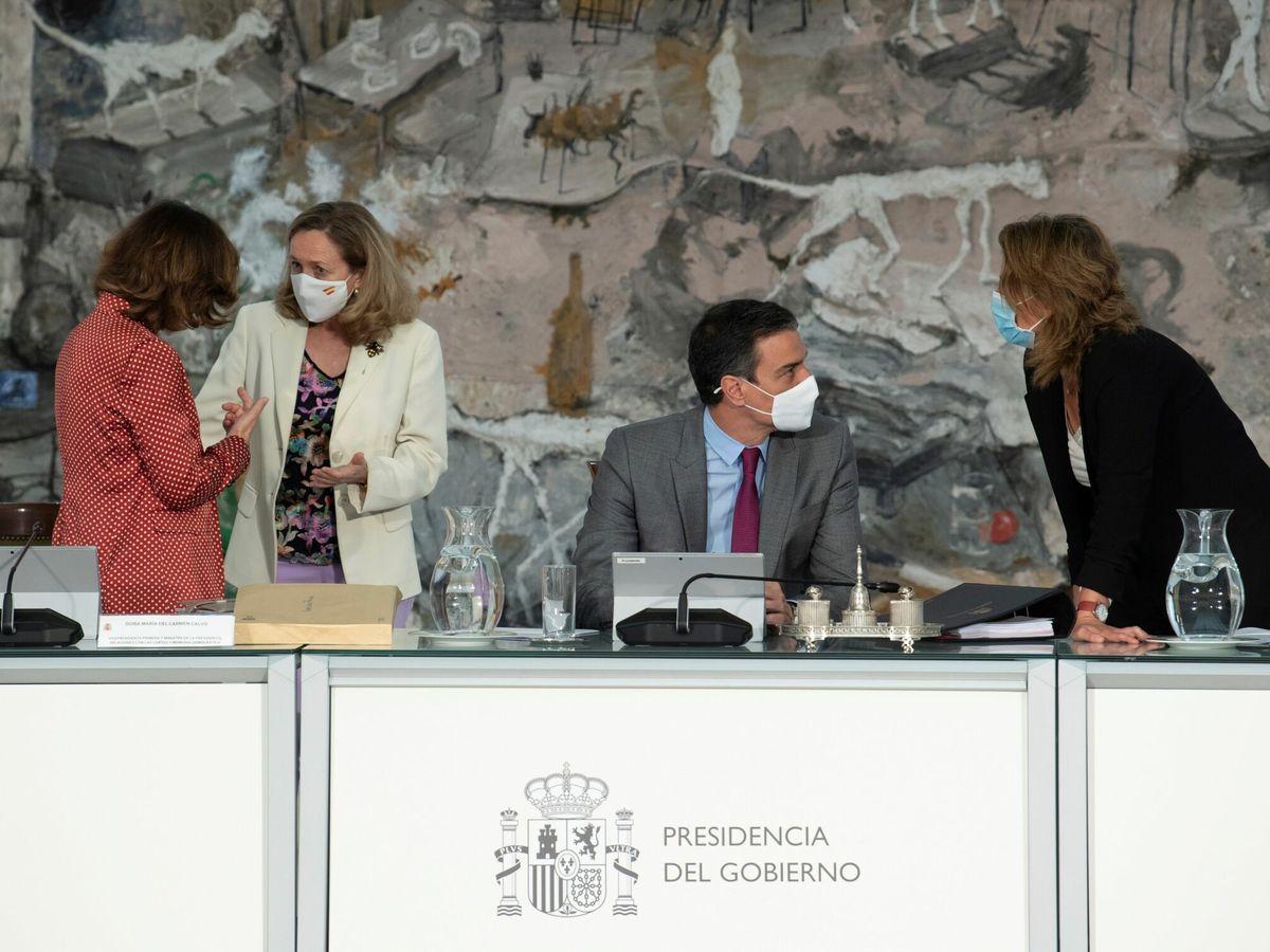 Foto: Calvo, Calviño, Sánchez y Ribera en un Consejo de Ministros. (EFE)