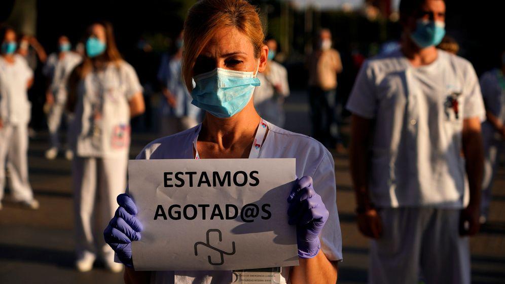 Foto: Portesta del personal sanitario en el hospital La Paz. (EFE)
