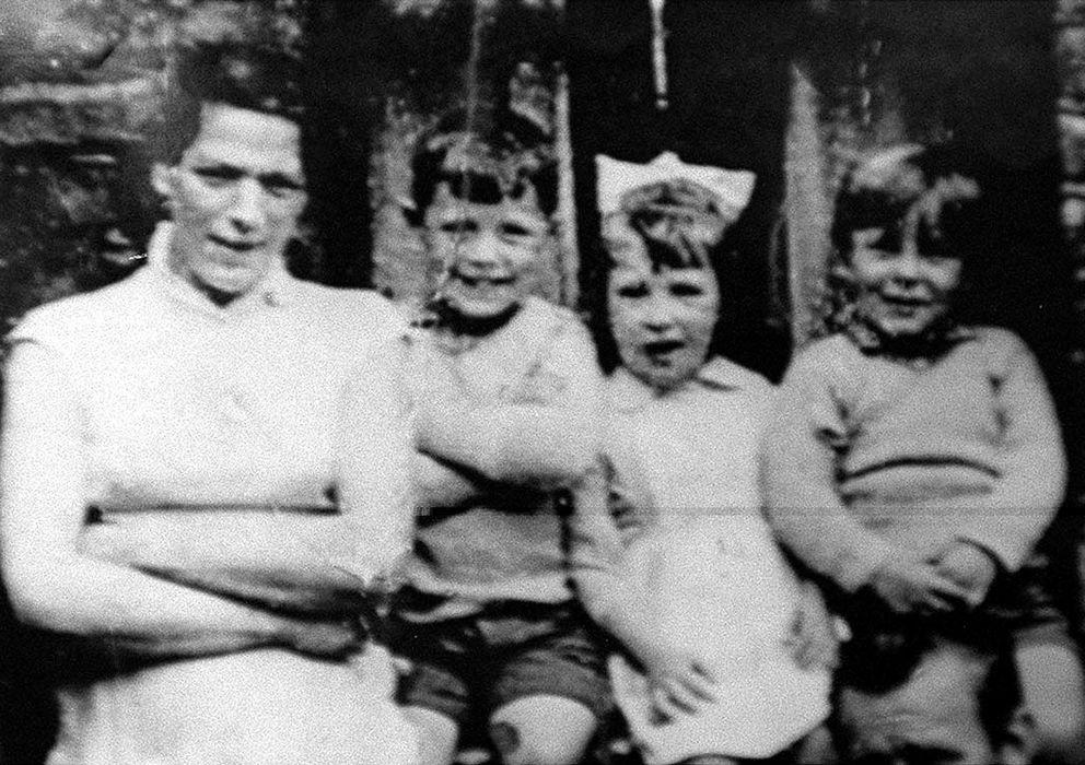 Foto: Jean McConville con tres hijos antes de su desaparición (Reuters)