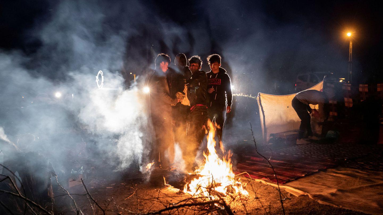 Migrantes en la frontera entre Turquía y Grecia. (Reuters)