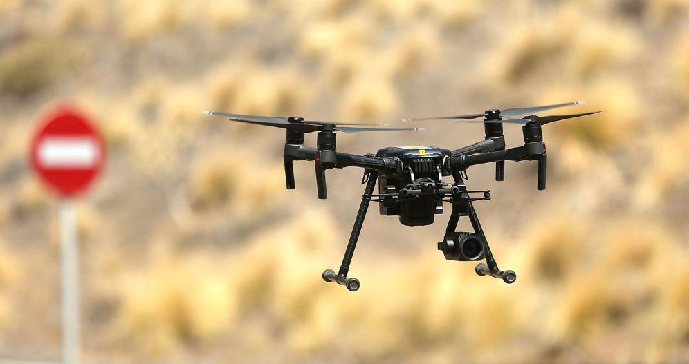 Foto: Presentación de los drones para captar y sancionar las infracciones de tráfico. (EFE)