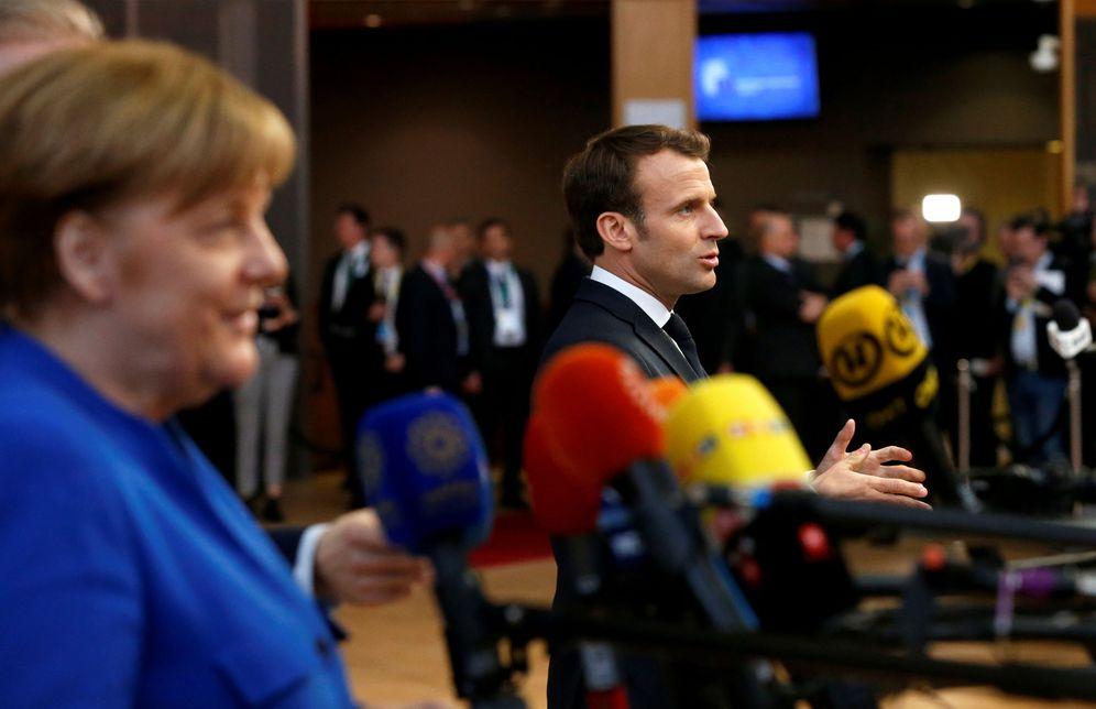 Foto: Merkel y Macron se dirigen a los medios a su llegada a la cumbre extraordinaria sobre el Brexit celebrada en Bruselas. (Reuters)